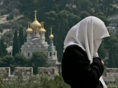 Христианин делает намазы, изучает арабский язык и основы Ислама