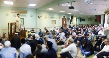 Праздничная молитва в московской общине мусульман