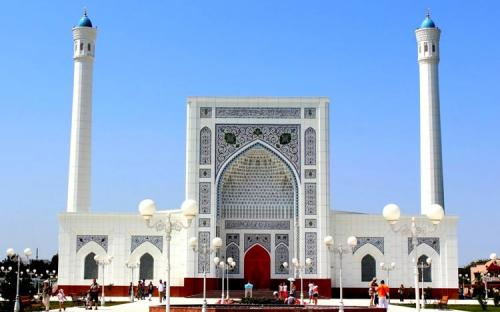 Крупным мечетям Ташкента разрешили читать азан через громкоговорители