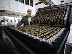 Сирией вышил золотыми нитями текст корана