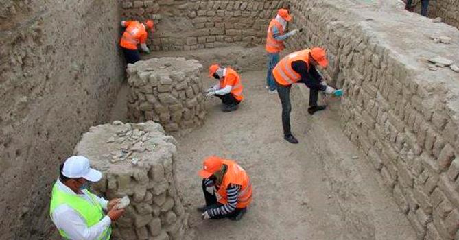 Археологи на месте раскопок суфийского храма