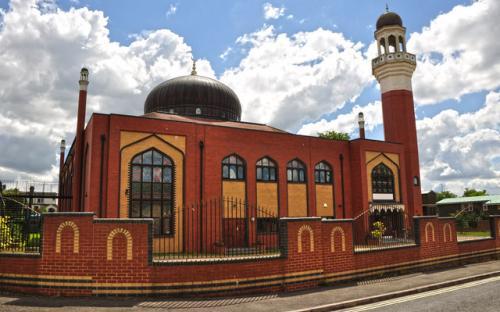 Британская мечеть бесплатно кормит школьников