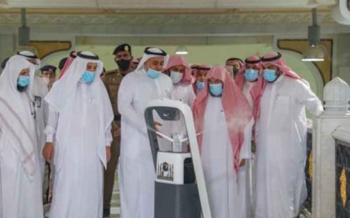 Роботы стерилизуют Каабу