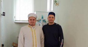 Герой России прочитал Коран и поздравил с Мавлидом земляков